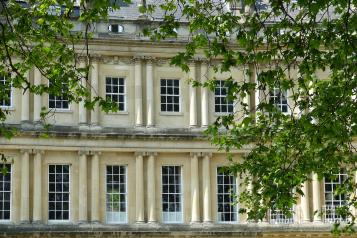 Image of iconic Georgian building in Bath